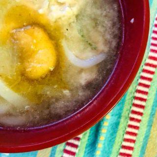 おはようございます😃 寒い日が続いていますが 夕食のお鍋が残っちゃうこと ありませんか? 塩ベースの鶏団子鍋の残りに お味噌を加えて、朝の お味噌汁にリメイクしましたよ。 ※お客様ではなく、女将宅の朝食です 仕上げはやっぱりバター! #鮭ぶしバター をひとかけ投入。 コクがプラスされて朝からしっとり。 ビタミンBも摂取できておすすめです。 #フレーバーバター #川島旅館 #追いバター #お手軽レシピ